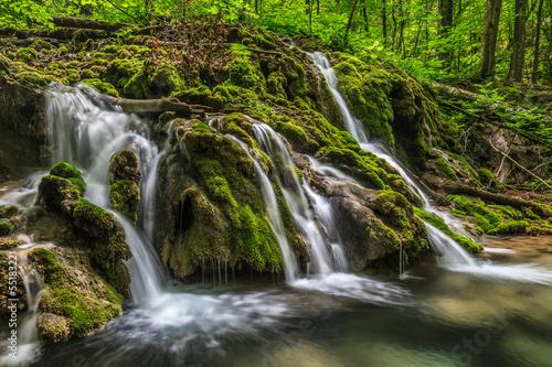 Fotobehang Watervallen Beusnita stream