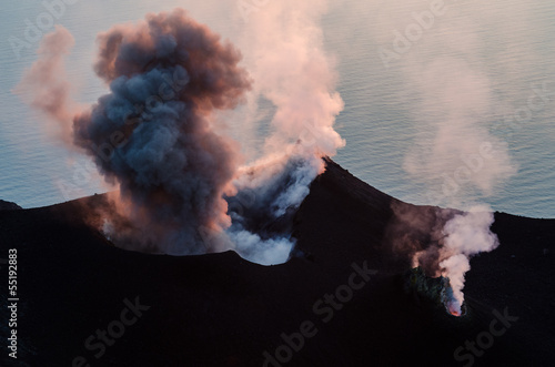 Spoed Foto op Canvas Vulkaan Smoking erupting volcano on Stromboli island, Sicily