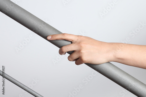 Foto Woman hand using a railing to go upstairs
