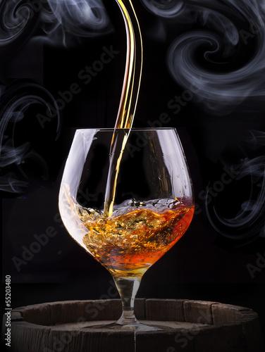 szklo-koniakowe-okryte-dymem