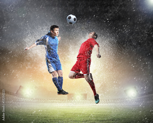 In de dag voetbal Two football player