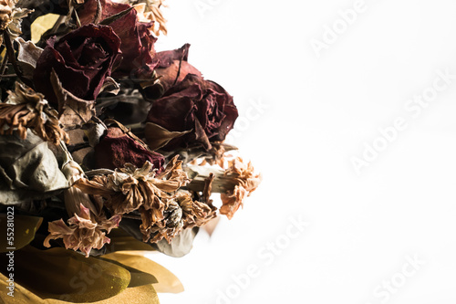 Fotografía  dry rose bouquet on white blackground