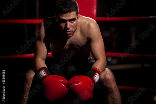 Photo  Portrait of a boxer in a ring