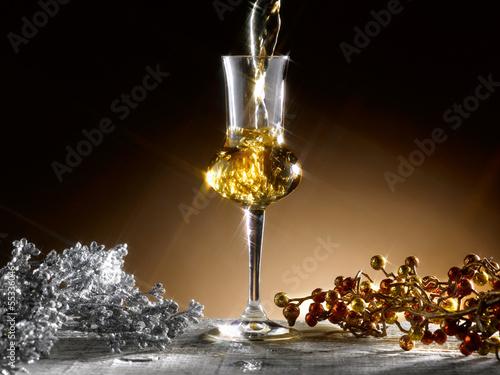 Photo bicchiere di grappa natalizio
