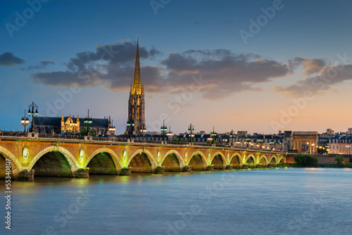 City on the water Bordeaux - Pont de Pierre et Basilique Saint Michel