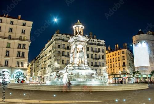 In de dag Volle maan Fontaine Place des Jacobins à Lyon