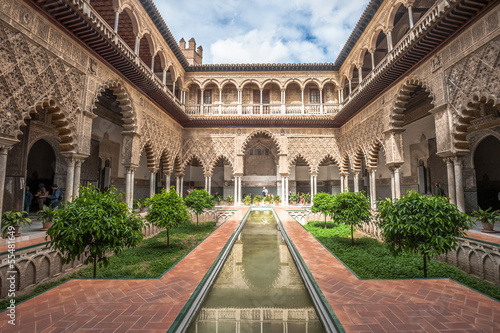 Patio in Royal Alcazars of Seville, Spain Fototapet