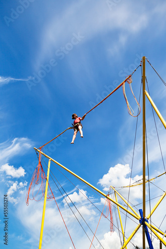 Foto girl on bungee cord device