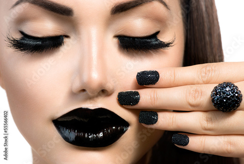 Autocollant pour porte Fashion Lips Beauty Fashion Girl with Trendy Caviar Black Manicure and Makeup