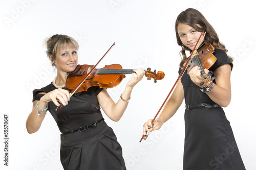 Photo  Mother daughter violin duet