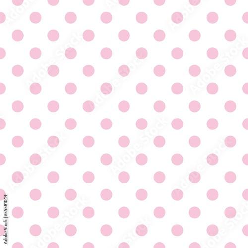 rozowe-kropki-na-bialym-tle