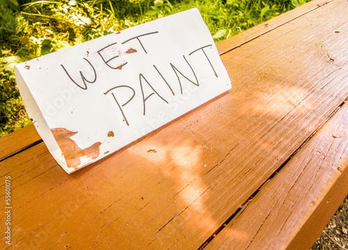 Photo sur Toile Biere, Cidre Hand made wet paint sign on a wooden park bench