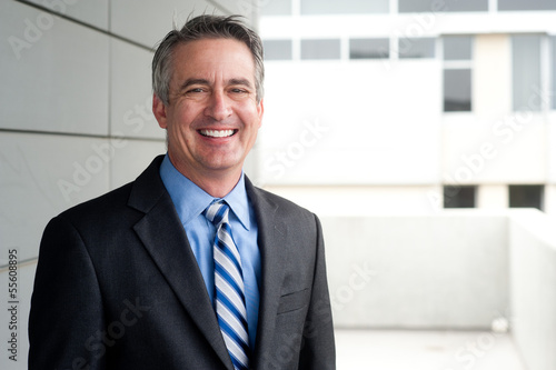 Photo  portrait of a confident mature businessman