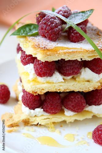 Papiers peints Dessert dessert with fresh raspberries and cream