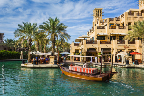 Cuadros en Lienzo DUBAI, UAE - NOVEMBER 15: View of the  Souk Madinat Jumeirah