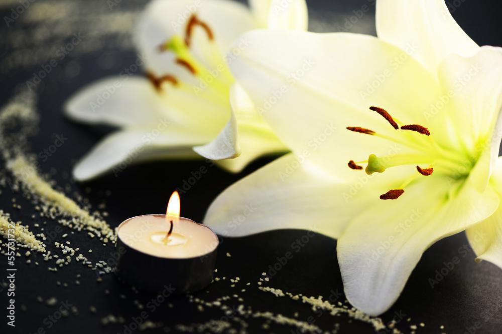 Leinwandbild Lilie und Kerze