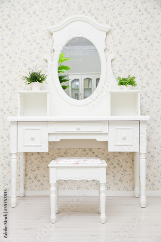 Tableau sur Toile A white dressing table, glass mirror