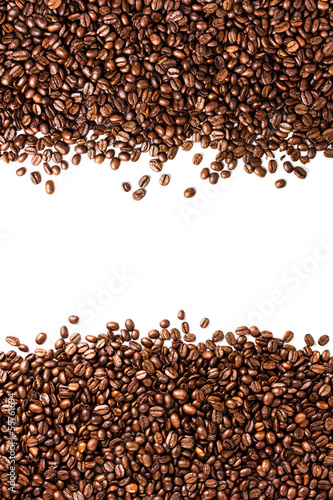 Papiers peints Café en grains Coffee beans isolated on white background with copyspace for te