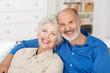 canvas print picture - glückliches älteres paar zu hause