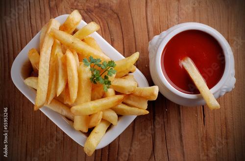 Fotografía  patate fritte con ketchup
