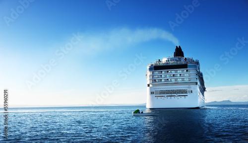 Fotografia  Caribbean sea and cruise ship in sunset time