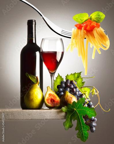 kuchnia-wloska-z-winem-i-winogronem