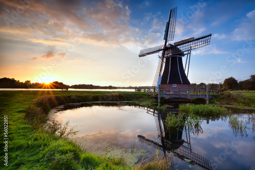 Fotomural charming Dutch windmill at sunset