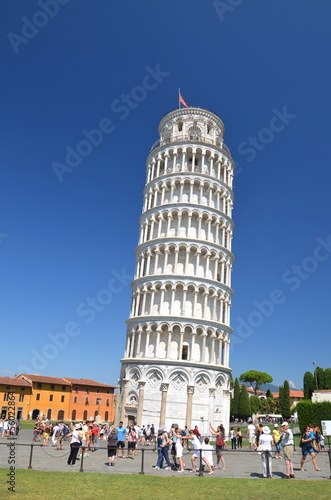 Fototapeta Słynna Krzywa Wieża w Pizie na Placu Cudów, Toskania we Włoszech obraz