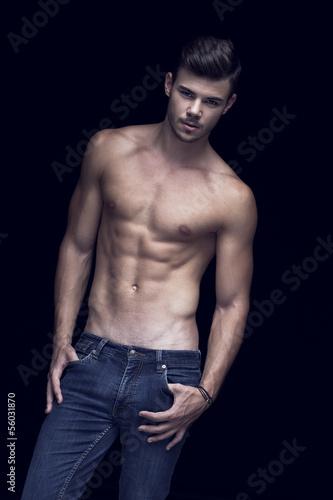 Poster Akt Muscular handsome man in Studio