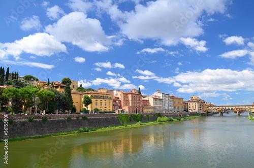 Naklejka premium Piękny widok na Ponte Vecchio na rzece Arno, Florencja, Włochy