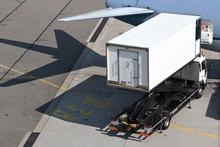 Cateringfahrzeug Bei Der Versorgung Eines Passagierflugzeugs