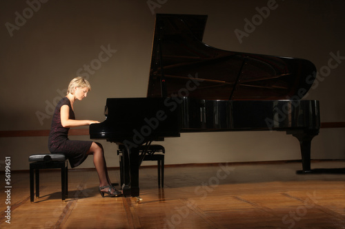 Fotografie, Obraz Grand piano pianist playing concert