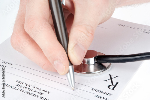 Poster Kranten Doctor filling in empty medical prescription with stethoscope