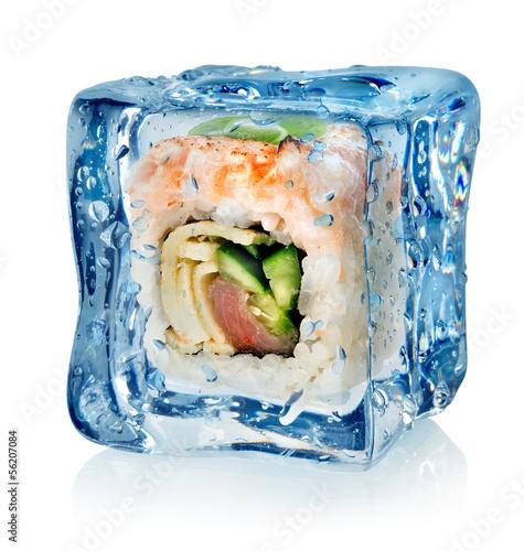 Staande foto In het ijs Sushi in ice cube