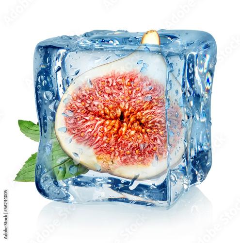 Staande foto In het ijs Figs in ice cube