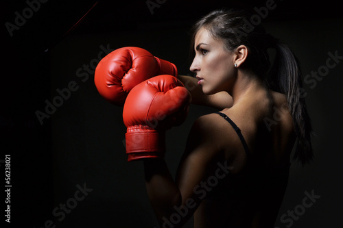 Láminas  beautiful woman with the red boxing gloves