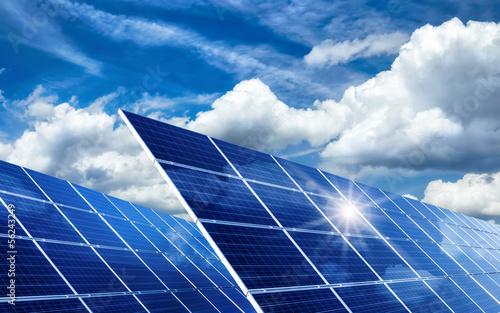 Fotografie, Obraz  Solarkollektoren, Sonne und Wolken