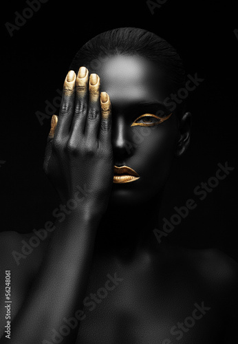 Obraz dark-skinned woman with golden make-up. - fototapety do salonu