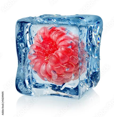 Staande foto In het ijs Berry raspberry in ice cube