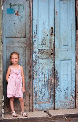 Poster Havana Little girl portrait outdoors