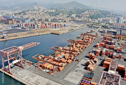 Fotografia  The cargo port of Genoa