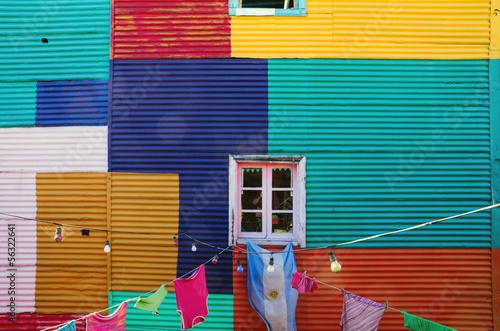 La pose en embrasure Buenos Aires Typical wall in La Boca, Buenos Aires