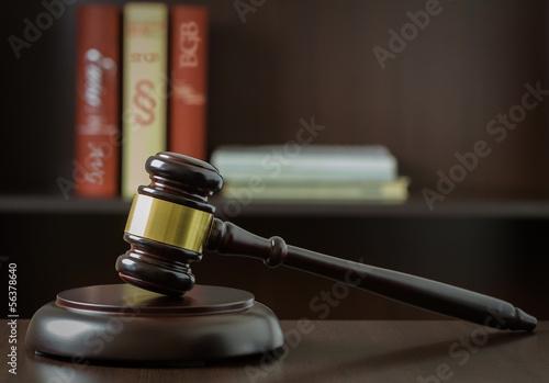 sedzia-mlotek-wyrok