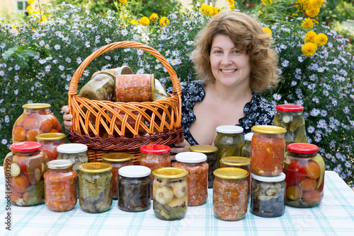Tuinposter Illustratie Parijs Woman with home canning for the winter