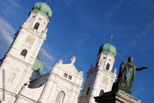 Fotografie, Obraz  Passau Denkmal König Max I Joseph von Bayern St. Stephan Dom