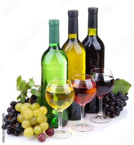 butelki-i-kieliszki-do-wina-oraz-asortyment-winogron-odizolowane
