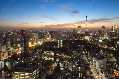 pejzaz-tokio-miasto-przy-zmierzchem
