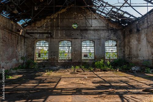 Papiers peints Les vieux bâtiments abandonnés Industrial interior with bright light