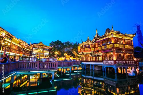 Türaufkleber London roten bus shanghai yuyuan garden at night