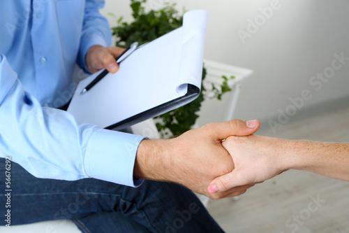 Fotografía  Handshake during counseling